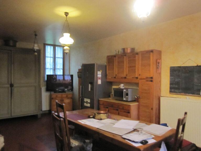 Mobilier ancien dans une cuisine rustique