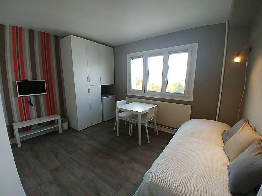 Chambre de location meublé avec frigo individuel