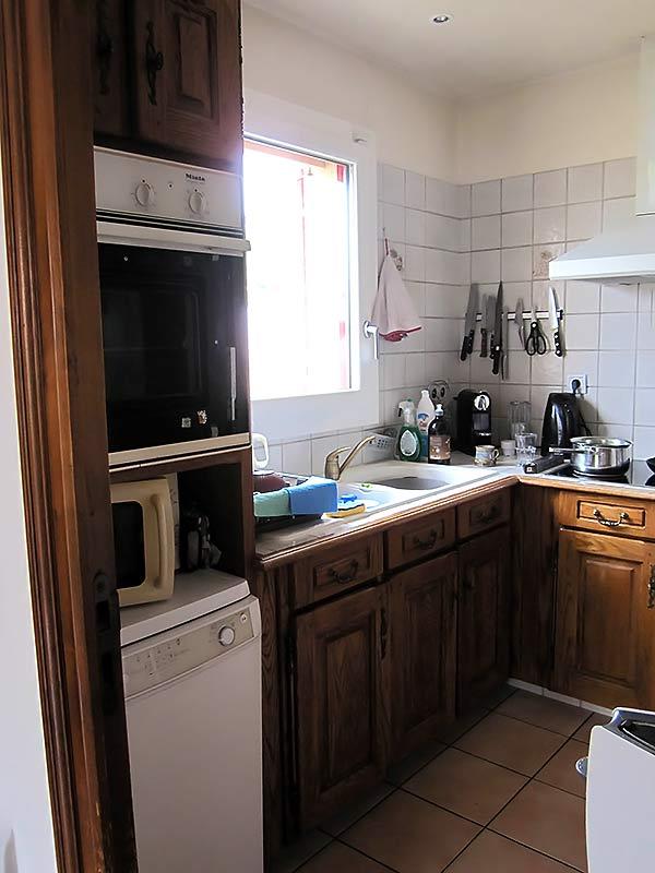 L'ancienne disposition du mobilier de la cuisine avant les travaux.