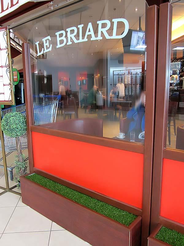 """L'un des nouveaux modules devant le restaurant """"Le Briard"""""""