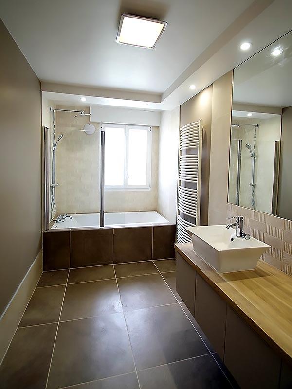 La salle de bain parentale après la rénovation.