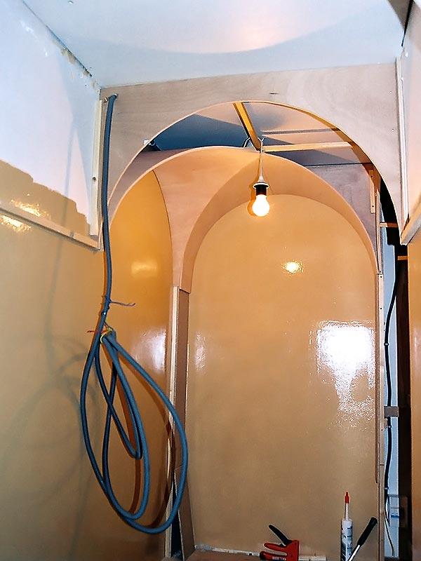 Travavux électrique pour la mise en lumière du couloir.